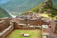 pisaq-inca-remains